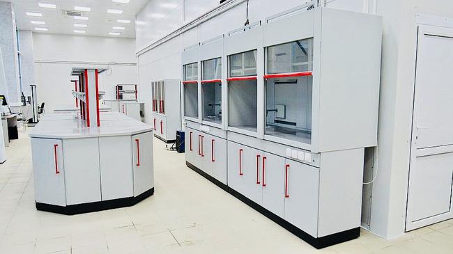Хорошая мебель для лаборатории
